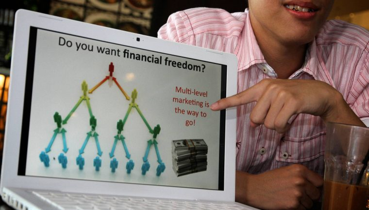 Man pointing laptop 760x434 - Knowing Your MLM Softwares